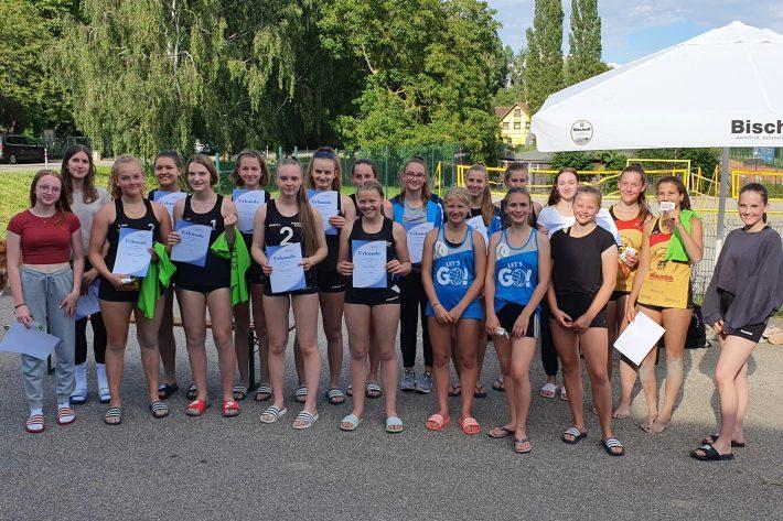Beachvolleyball – Kaderspielerinnen gewinnen knapp U17w in Heiligenstein